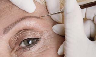 Unsymmetrische Augenbrauenformen